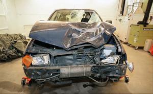 Foto: Polisen. Bilen som 50-åringen färdades i var i mycket dåligt skick, avställd och belagd med körförbud. Den tekniska undersökningen visade att fordonets bromsar och styrsystem var bristfälliga.