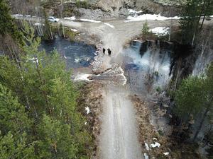 En skogsbilväg spolades bort i Idre.