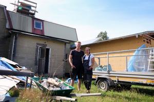 Jon-Erik och StinaLisa Flodin lär sig mycket under sin renoveringsresa.