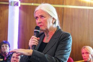 Lisa Hansson från Kövra, journalist med pension, undrade var pengarna ska komma ifrån som ska fixa ekonomin i ett Norrlands län.