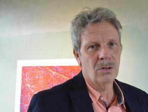 Thomas Rydén fångar strukturerna i förfallet i sina målningar.