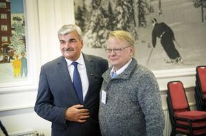 S-partiledare Håkan Juholt och försvarsutskottets ordförande Peter Hultqvist.