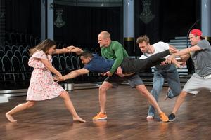 Jon Henrik Fjällgren och Katja Luján Engelholms moderna dans fick fullpott av juryn.