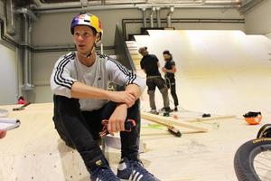 Martin Söderström tillhör världseliten inom den extrema cykelsporten. Ursprungligen från Uppsala, nu boende i Stockholm. Många vändor till Gävle kommer det bli.