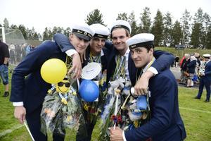 Hockeykompisarna Emil Sandrud, Filip Forsberg, Pontus Englund och Oscar Ingesson firade studenten fullt ut.