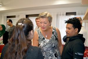 Arbetsmarknadsminister Ylva Johansson (S) fick bland annat träffa personal på Välkomstcenter i Borlänge.