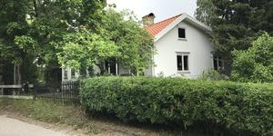 Grusbanan 48, Heby, såldes för 970 000 kronor.