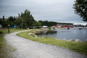 Om du fortsätter på den här promenadslingan läng Lugnvik tar det till slut stopp på väg mot Järved.