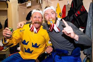Patric Hörnqvist och Mattias Ekholm guldjublar. Foto: Ludvig Thunman / Bildbyrån