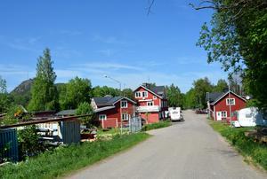Nästan alla hus på Industrigatan i Kvissleby, minst tio fastigheter, måste rivas.