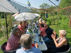 """Applåder efter Anjas läsning av """"Sverige vårt land Du fria och sköna"""", som inledning till Du gamla du fria."""
