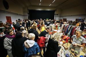 Man hade räknat med ungefär 200 besökare på söndagens marknad – i stället mångdubblades antalet.