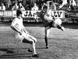 Till vänster Christer Thylin. Matchen är Ope-Vasalund i norra division två-serien 1983. 12 juni på Torvallen.