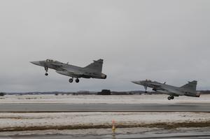 Nästa vecka återvänder stridsflygdivisionerna till flygplatsen på Frösön. Foto: Försvarsmakten