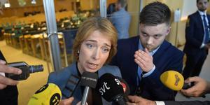 Socialförsäkringsminister Annika Strandhäll (S) har avsatt en generaldirektör på ett klantigt sätt och har troligen ljugit för konstitutionsutskottet. I dagsläget räcker det inte som skäl för att avsätta henne. Centerpartiet gjorde därför rätt som inte stödde misstroendeförklaringen mot henne. Foto: Anders Wiklund, TT.