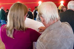Hedenborg i Svärdsjö var välfyllt med besökare som hade frågor och åsikter.