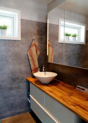 Förra stugan hade varken dusch eller toa inomhus – så nya badrummet är uppskattat.