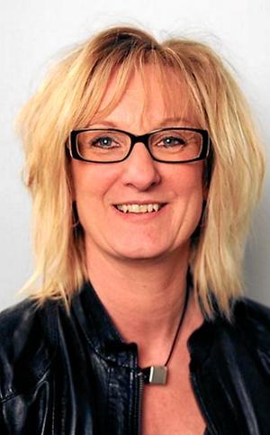 Som förtroendevald och styrelseledamot för Öbo står Camilla Andersson (S) upp för offentlighetsprincipen, trots att bolaget avslår NA:s begäran om att få ut lönelistan för ledningsgruppen.
