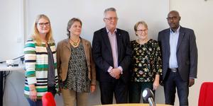 Kvintetten i sin helhet. Sara Sjödal, (C), Jenny Lundström, (MP), Lars-Göran Birkehorn Karlsen, (M), Ann-Kristin Ringefors, (KD), och Alfred Mujambere, (L).