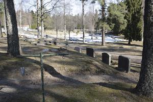 Ingrid Berg hoppas att andra som har sina anhöriga på Grängesbergs kyrkogård inte drabbas av samma sak som hennes familj.