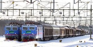 Att flytta godstransporter från väg till järnväg är ett av de mest klimatsmarta val som vi kan göra, skriver Johan Landström (L).
