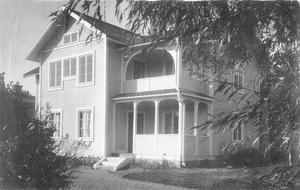 Vet du något om huset som troligen är fotograferat i Leksand i början av 1900-talet.