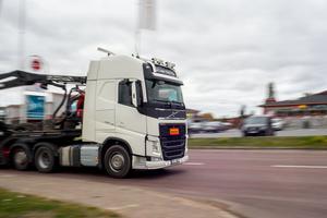 Det kommer att bli betydligt färre lastbilar som passerar Sveg med den nya E45 enligt Trafikverkets beräkningar.