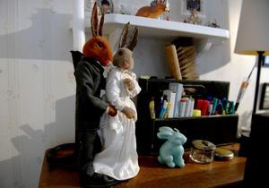 På grund av att Tårtgeneralen ännu inte haft premiär kan Frida inte dela med sig något från inspelningen. De här kaninerna, som har en grund av våtservetter, gjorde hon till en stop motion-film.