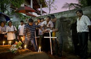 Stor sorg på Sri Lanka efter terrordåd mot kristna under påsken. Foto: AP Photo/Gemunu Amarasinghe