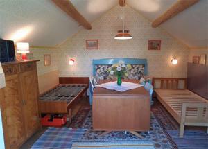 Gäststugan innehåller ytterligare två sovplatser . Bild: Leif Berglund