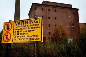Efter decennier med utredningar och krav på sanering ser det nu ut som att åtgärderna vid det gamla fabriksområdet kan inledas nästa år.