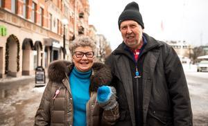 Yvonne Bergvik och Per Åfeldt från Stockholm gick hand i hand och beundrade byggnaderna i Stenstan.