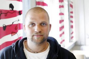 Ted Persson på LO-distriktet Mellersta Norrland uppmanar ungdomar att ta reda på vilka rättigheter de har vid en anställning.