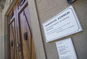 Danderyd är en av de rika kommuner som skickar personer som lever på försörjningsstöd till mindre landsbygdskommuner, skriver Ewa-Leena Johansson.