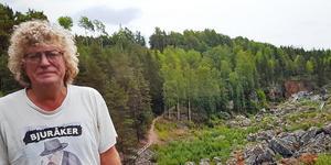 Konstnären Thorvald Söderblom har avlidit, 66 år gammal. Bilden är från i fjol då han besökte Döda fallet i Jämtland. Foto: Anna-Karin Söderblom