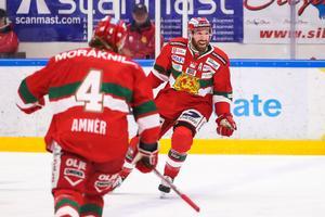 Andrew Rowe jublar efter sitt 4–0-mål  mot Leksand.