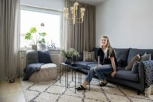 Amanda och Daniel trivs i lägenheten på Östermalm men i framtiden har de planer på att köpa tomt och bygga hus.