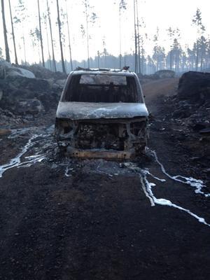 Bilen som Reine Ullén och Robert Svensson åkte i när elden överraskade dem. Foto: Björn Svensson