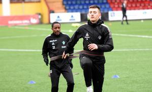 Bantu Mzwakali och Leo Pllana är två intressanta offensiva spelare som kan debuteta för Brage mot Sandviken.