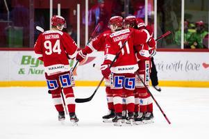 Timrå IK firar ett av de tre målen under fredagskvällen. Här är det Marcus Hardegård som gjort 1–0.