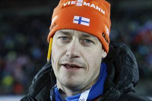 Marko Laaksonen, från Ås, bytte svenska till finska landslaget till i år och basar därmed för en stor stjärna i Kaisa Mäkäräinen. Han känner sig lugn timmen innan start och tror att hon hamnar på pallen.