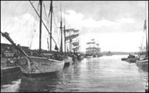 Några av de skutor swom trafikerade Sundsvall kring sekelskiftet mellan 1800 och 1900-talet.