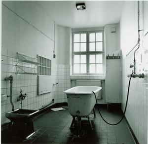 Ett av badrummen där bidén fortfarande finns kvar. Bild: Mentalvårdsmuseet