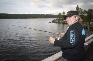 Kerstin Holmström vid kvällsmete i Hävlingen. Foto: Mikael Forslund
