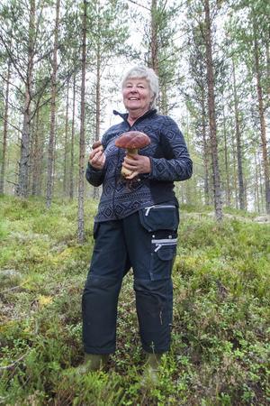 Carin Sjelin är ute i skogen så ofta hon kan under höstsäsongen.