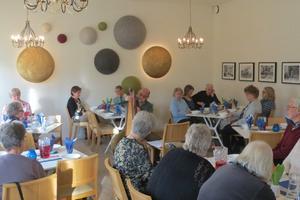 Publiken lyssnar till Barna Both. Foto: Max Möllerfält