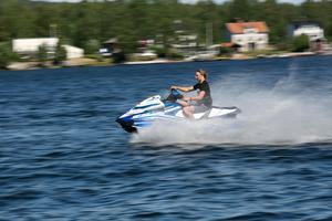 Körkort eller förarbevis för vattenskoter är en dålig idé, skriver Boo Nilsson.