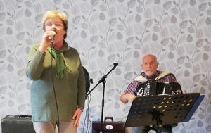 Lotta Andersson och Rolf Göransson bjöd på en finstämd repertoar med många kända låtar.