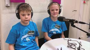 Leo Svanbom och Lova Fast från klass 5A, Tillbergaskolan. Foro: Eva Kleppe, Sveriges Radio
