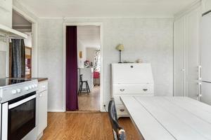 I huset finns en lägenhet. Foto: Svensk Fastighetsförmedling.